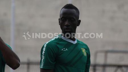 Pelatih Persebaya Surabaya, Aji Santoso menunjuk Makan Konate sebagai kapten utama untuk Liga 1 2020. - INDOSPORT