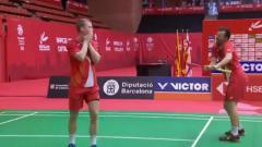 Indosport - Selebrasi Ganda putra Denmark, Kim Astrup/Anders Skaarup Rasmussen, di Spain Masters 2020 yang membuat Hendra Setiawan tertawa.