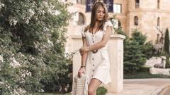 Indosport - Naomie Happart adalah wanita pujaan pemain Atletico Madrid Yannick Carasco yang selalu setia menemani dalam suka dan duka.
