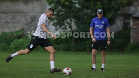Wallace Costa saat melakukan latihan rutin bersama PSIS di Lapangan Telo, Banyumanik, Kamis (27/2/20). - INDOSPORT