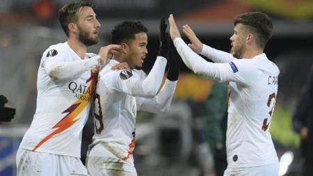 Selebrasi Justin Kluivert dan para pemain AS Roma di Liga Europa kontra Gent - INDOSPORT