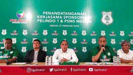 Dewan Penasehat PSMS, Kodrat Shah (dua kanan), saat memberi penegasan bahwa pengurus klub tidak akan mendapatkan honor. (Foto : Aldi Aulia Anwar/INDOSPORT) - INDOSPORT