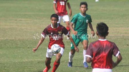 Semua kegiatan Timnas Indonesia memang terpaksa dibatalkan pasca pandemi corona. Meski begitu, para pemain Timnas Indonesia U-16 tetap mendapatkan Pekerjaan Rumah yakni berlatih masing-masing. - INDOSPORT