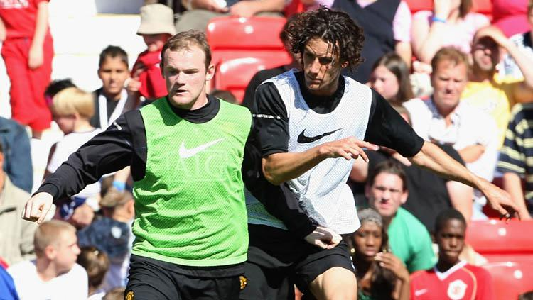 Mantan pemain Manchester United Wayne Rooney (kiri) dan Rodrigo Possebon (kanan). Copyright: Getty Images/Mathew Peters