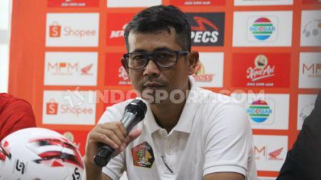 Pelatih Persik Kediri, Joko Susilo, tetap mengerahkan komposisi terbaiknya dalam menjamu Persiraja di Liga 1. - INDOSPORT