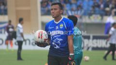 Indosport - Dokter tim Persib Bandung, Raffi Ghani, membeberkan perkembangan kondisi Teja Paku Alam, yang saat ini menjalani pemulihan cedera usai alami patah tulang.