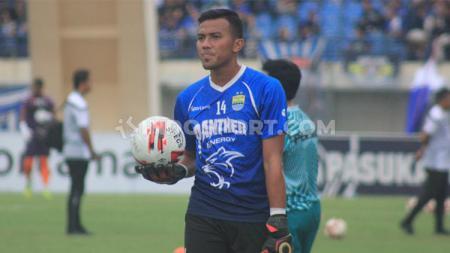 Penjaga gawang Persib, Teja Paku Alam sudah rindu untuk berlatih bersama tim dan kembali memperkuat skuat Maung Bandung. - INDOSPORT