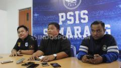Indosport - General Manager PSIS Semarang, Wahyu Winarto, saat melakukan jumpa pers di PSIS Office.