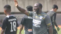 Indosport - Pelatih klub Liga 1 Persipura Jayapura, Jacksen Tiago, terus memantau kondisi terkini dari para pemainnya.
