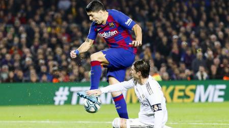 Dengan tiga laga tersisa, persaingan juara LaLiga Spanyol pun semakin mendekati akhir di mana saat ini Real Madrid berada di atas angin atas rivalnya Barcelona. - INDOSPORT