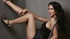 Indosport - Aulia Sarah, aktris cantik Indonesia pemeran Badarawuhi di Film KKN di Desa Penari.