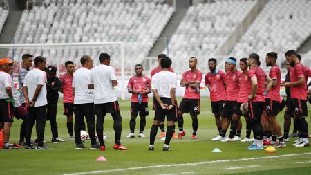 Pelatih kiper Borneo FC, Carlos Salomao tetap memberikan materi latihan rutin ke para pemain khususnya penjaga gawang selama Liga 1 2020 dihentikan. - INDOSPORT