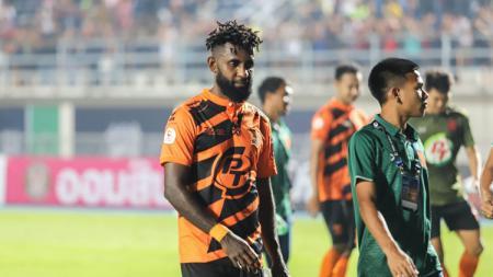 Pemain timnas Indonesia milik PT Prachuap FC (Thailand), Yanto Basna. - INDOSPORT