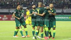 Indosport - Pertandingan Persebaya Surabaya vs Persik Kediri di Stadion GBT, Sabtu (29/02/20).