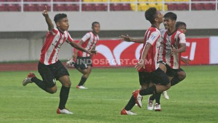 Selebrasi pemain Sumatera Barat usai mencetak gol ke gawang Kalimantan Barat pada babak final di Stadion Manahan Solo, Sabtu (29/02/20).