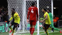 Indosport - Pemain Watford dan incaran Manchester United, Ismaila Sarr (kiri) memberikan pujian ke Liverpool yang membuat rumor kepindahannya ke Anfield kian berhembus kencang.