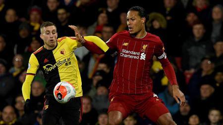 Bek tengah Liverpool, Virgil van Dijk, menjadi bahan ejekan di media sosial karena timnya menelan kekalahan 0-3 dari Watford di Liga Inggris. - INDOSPORT