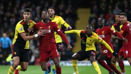 Para pemain Liverpool mendapat penjagaan ketat dari Watford dalam pertandingan Liga Inggris 2019-2020 pekan ke-28 di Vicarage Road.
