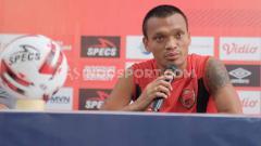 Indosport - Penyerang PSM Makassar, Ferdinand Sinaga, saat sesi jumpa pers pra laga kontra PSS Sleman.