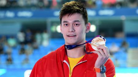 Sun Yang, perenang China saat dapat medali emas di kejuaraan dunia FINA 2019. - INDOSPORT
