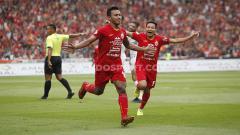 Indosport - Selebrasi striker Persija, Osvaldo Haay usai mencetak gol ke gawang Borneo FC pada Liga 1 di Stadion Gelora Bung Karno, Minggu (01/03/2020).