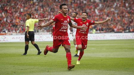 Selebrasi striker Persija, Osvaldo Haay usai mencetak gol ke gawang Borneo FC pada Liga 1 di Stadion Gelora Bung Karno, Minggu (01/03/2020). - INDOSPORT