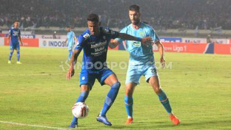 Persib Bandung berhasil meraih 3 poin usai mengalahkan Persela Lamongan dengan skor 3-0 di pekan pertama Liga 1 2020. - INDOSPORT