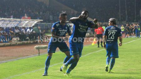 Selebrasi Geoffrey Castillion di laga Persib Bandung vs Persela Lamongan di Liga 1 2020, Minggu (01/03/2020). - INDOSPORT