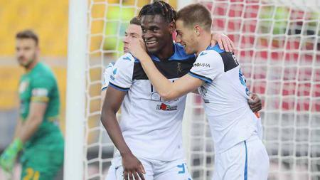 Duvan Zapata berselebrasi usai mencetak gol ke gawang Lecce dalam kemenangan 7-2. - INDOSPORT