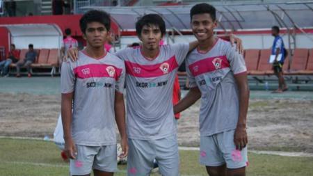 Dua wonderkid PSM Makassar, Fajri Ardiansyah (kiri) dan Muhammad Takwir (kanan), dipinjamkan ke klub Liga 2, Kalteng Putra. - INDOSPORT
