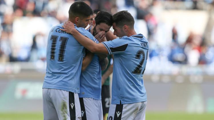 Luis Alberto merayakan golnya dalam laga Lazio vs Bologna Copyright: Giuseppe Fama/Pacific Press/LightRocket via Getty Images