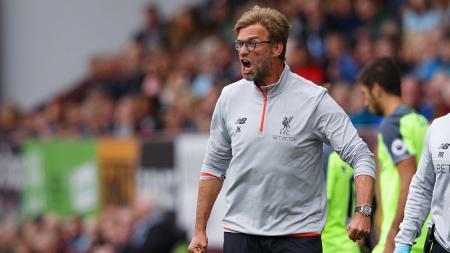 Jurgen Klopp, pelatih Liverpool tampak marah di pinggir lapangan - INDOSPORT
