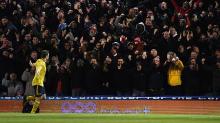 Dianggap sudah tidak lagi memiliki masa depan di Arsenal, Sokratis Papastathopoulos dipersilakan untuk hengkang oleh Mikel Arteta. - INDOSPORT