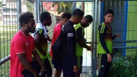 Tim sepak bola PON Papua mengalami hal tak mengenakkan dalam masa pemusatan latihan mereka. - INDOSPORT