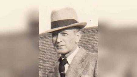 Josep Francis Devlin atau yang lebih dikenal dengan nama Frank Devlin merupakan juara bertahan Kejuaraan All England yang ternyata juga seorang penulis terkenal - INDOSPORT