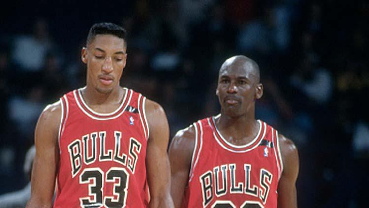 Scottie Pippen (kiri) dan Michael Jordan, dua legenda Chicago Bulls. Copyright: FocusOnSport/GettyImages