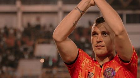 Stoper Persiraja Banda Aceh, Adam Mitter, dipastikan akan tampil menghadapi tim tangguh saat menghadapi Madura United dalam lanjutan pekan kedua Liga 1 2020. - INDOSPORT