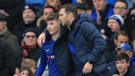 Gelandang Chelsea Billy Gilmour (kiri) dan pelatih The Blues Frank Lampard (kanan). - INDOSPORT