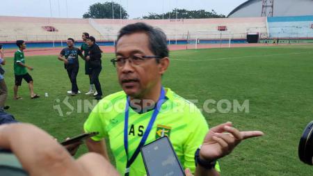 Aji Santoso menunggu arahan dari manajemen Persebaya setelah pengumuman Liga 1 lanjut pada 1 Oktober 2020. - INDOSPORT