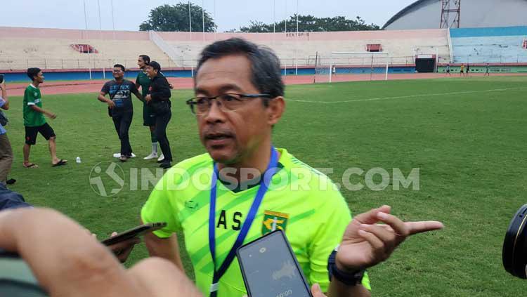 Pelatih klub Liga 1, Persebaya Surabaya, Aji Santoso memilih tidak melakukan laga uji coba, untuk menghindari cedera pemain. Copyright: Fitra Herdian/INDOSPORT