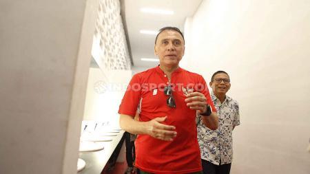 Diketahui menghadiri tes corona di rumah pengusaha Jerry Lo, Ketua PSSI Mochamad Iriawan beri penjelasan. - INDOSPORT