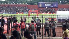 Indosport - Ketua Panpel Persik Kediri, Widodo Hunter sangat berharap Liga 1 kembali berlanjut setelah melihat tingginya animo suporter.