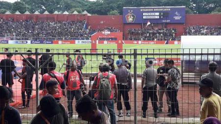 Ketua Panpel Persik Kediri, Widodo Hunter sangat berharap Liga 1 kembali berlanjut setelah melihat tingginya animo suporter. - INDOSPORT