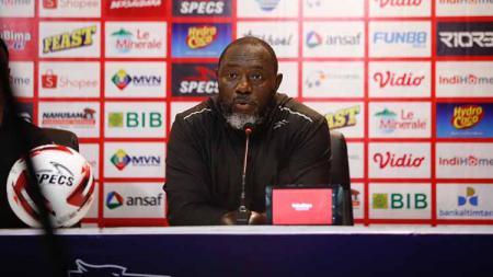 Pelatih Persipura Jayapura, Jacksen F. Tiago, dalam konferensi pers pasca-laga Liga 1 2020. - INDOSPORT
