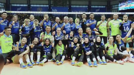 Mewakili Ridwan Kamil yang berhalangan hadir, Ibu Gubernur Jawa Barat, Atalia Praratya Kamil hadir untuk mendukung tim kebanggaan Bandung, Bandung BJB Tandamata. - INDOSPORT