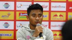 Indosport - Sesi jumpa pers PSM Makassar pasca laga melawan Persita Tangerang diwakili pemain Asnawi Mangkualam.