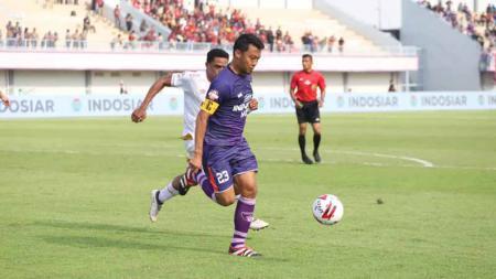 Bek Bali United, Ricky Fajrin, menilai Hamka Hamzah, Ruben Sanadi dan Ismed Sofyan sebagai bek terbaik di Indonesia. Ketiganya turut menjadi inspirasi Ricky dalam berkarier. - INDOSPORT
