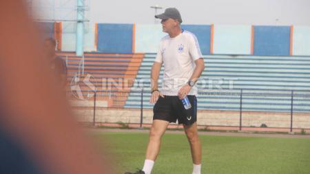 Pelatih PSIS Semarang, Dragan Djukanovic bercerita tentang sepak bola Indonesia hingga keberadaan sosok Ilija Spasojevic. - INDOSPORT