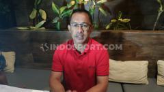 Indosport - Persebaya menambah libur para pemain akibat kondisi yang belum kondusif. Pelatih Aji Santoso tetap memantau kondisi skuatnya dari rumah.