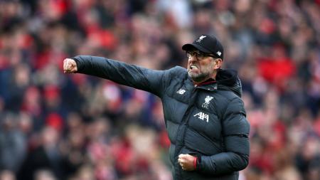 Jurgen Klopp menyesal setelah melakukan selebrasi berlebihan tepat di depan wajah hakim garis usai gol Sadio Mane menjadikan Liverpool unggul 2-1 kontra Bournemouth dalam duel Liga Inggris, Sabtu (07/03/20). - INDOSPORT